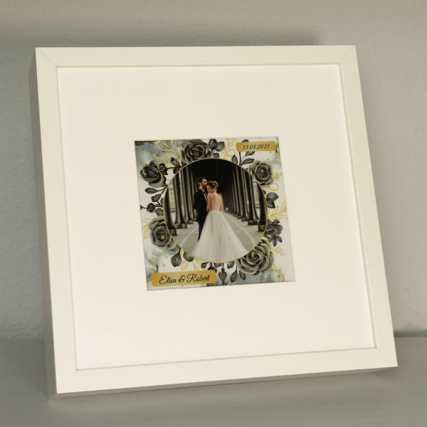 Beleuchteter Bilderrahmen mit Foto und Datum für Paare
